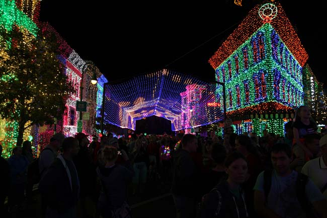 Osborne Family Spectacle of Dancing Lights 6