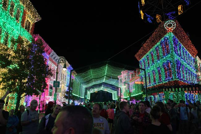 Osborne Family Spectacle of Dancing Lights 7